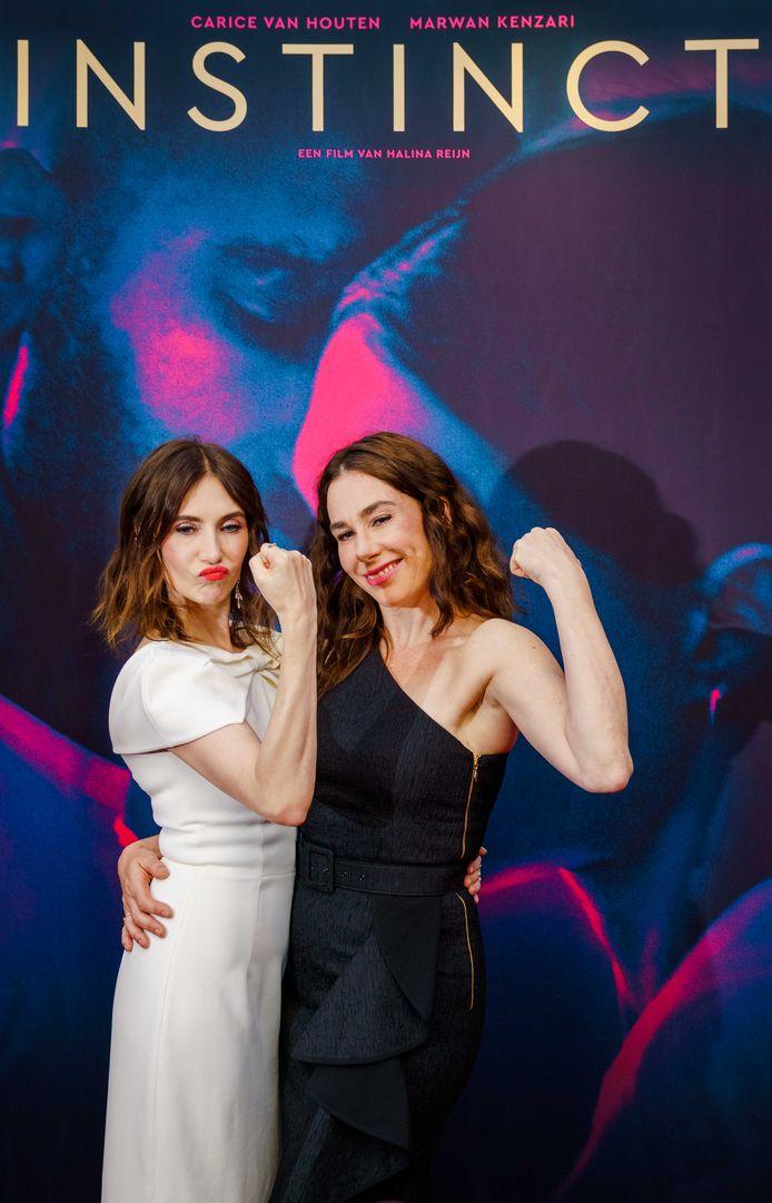 Carice van Houten (L) en Halina Reijn op de rode loper voor de premiere van Instinct, de openingsfilm van het Nederlands Film Festival (NFF).