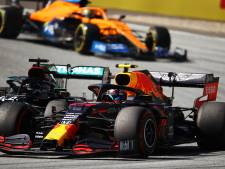 Hamilton na botsing met Albon: 'Ik dacht dat het een race-incident was'