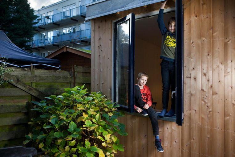 Matis (links) en Jonas: 'bij vriendjes letten ouders veel meer op' Beeld Marijn Scheeres