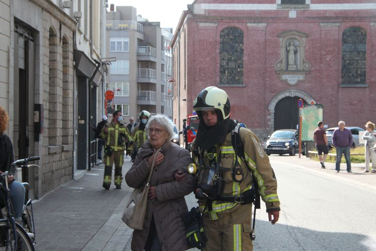 De getroffen bewoonster kreeg begeleiding van de brandweer.