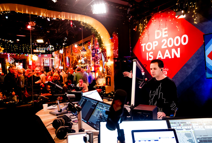 Bart Arens in 2017 het Top 2000 Café bij de start van de NPO Radio 2 Top 2000. Archieffoto