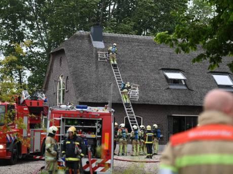 Massale inzet bij kleine brand in rieten dak in Zevenhoven