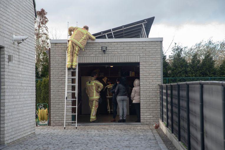 Op de Zuidlaan in Wetteren was er een kortsluiting in een kast van zonnepanelen.