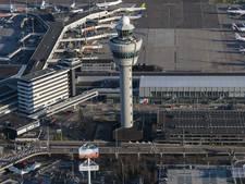 Schiphol opent noodhal om ergste drukte op te vangen