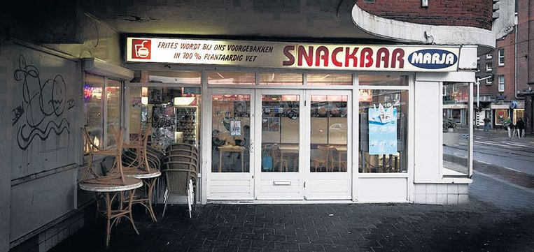 In snackbar Marja ontdekte Parool-columnist Frenk der Nederlanden 25 jaar geleden het geheim van de Vlaamse frites. Het frituurvet van 'zijn' snackbar komt in de Consumentengids als ongezondste uit de bus. Foto Olivier Middendrop Beeld