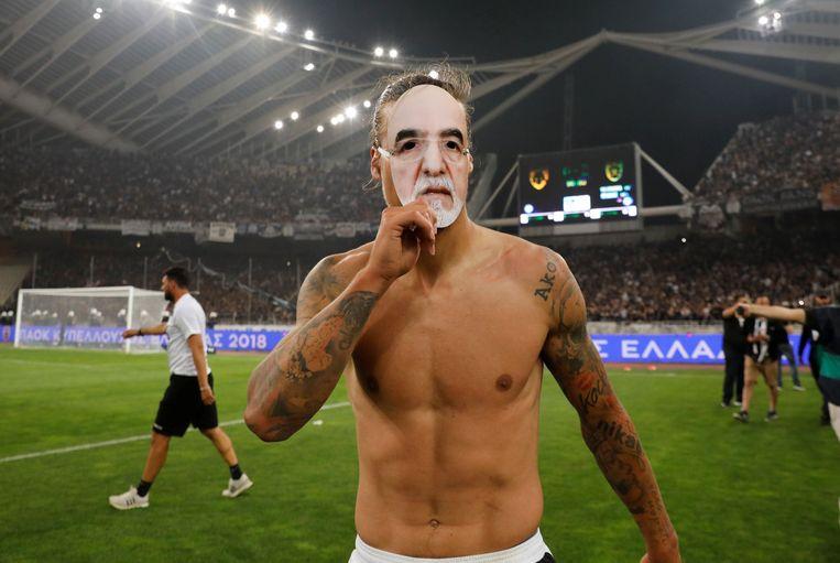 Prijovic van PAOK Saloniki draagt een masker van zijn omstreden voorzitter Ivan Savvidis.