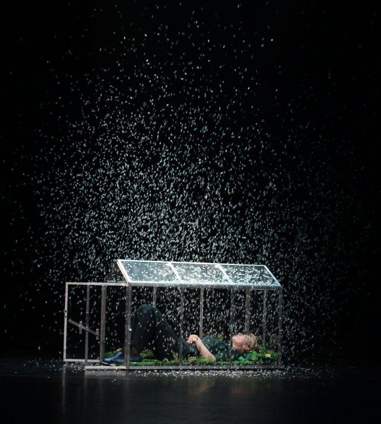 Cabaretier Paulien Cornelisse in haar voorstelling 'Om mij moverende redenen' Beeld Mam van Dam