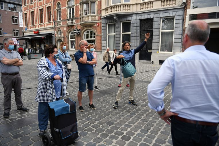 Tijdens de heropstart van de vrijdagmarkt vorige week in Leuven protesteerden de non-foodmarktkramers omdat ze geen plaats kregen op de marktpleinen.