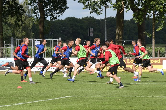 De spelers va, KV Mechelen op training.