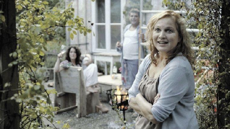 Moeder (Anneke Blok, boven), grootvader (Hans Croiset) en kleindochter in 'Bon Voyage', de beste uit de reeks Telefilms. (Trouw) Beeld