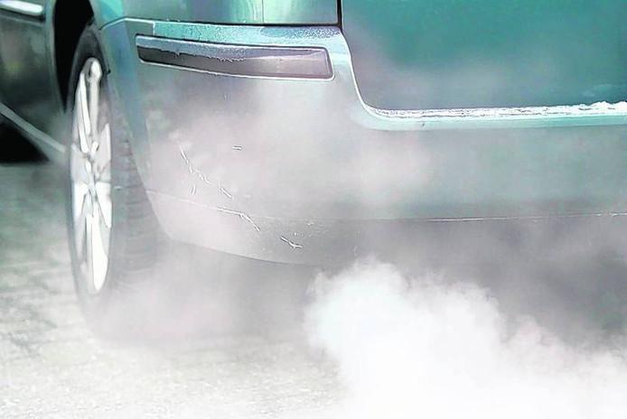 De lucht in een woonwijk langs de snelweg is vaak even smerig als de lucht een paar wijken verderop, zo blijkt uit een test op de site van het Longfonds.