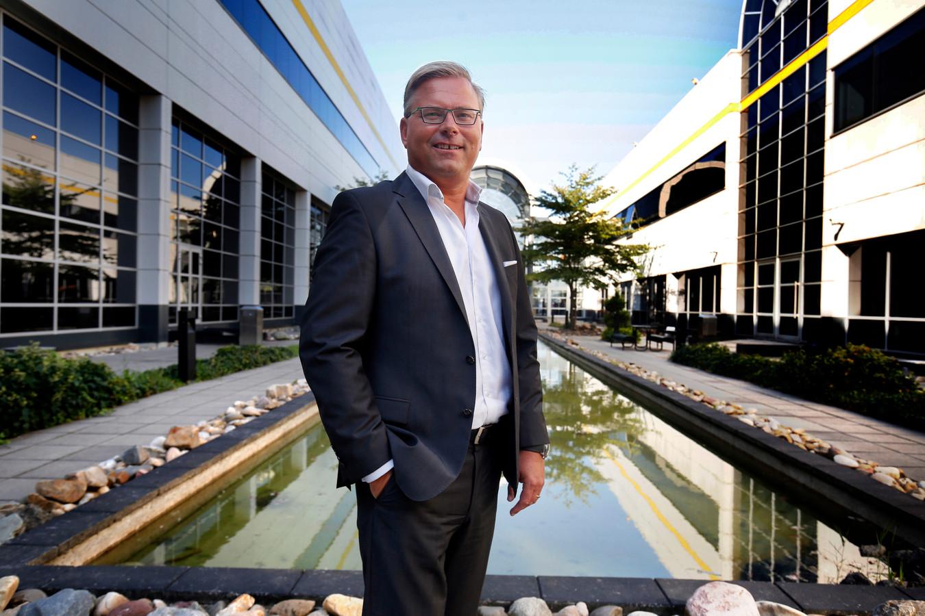 Jeroen van Hooff, directeur Easyfairs in de binnentuin van de Evenementenhal Gorinchem.