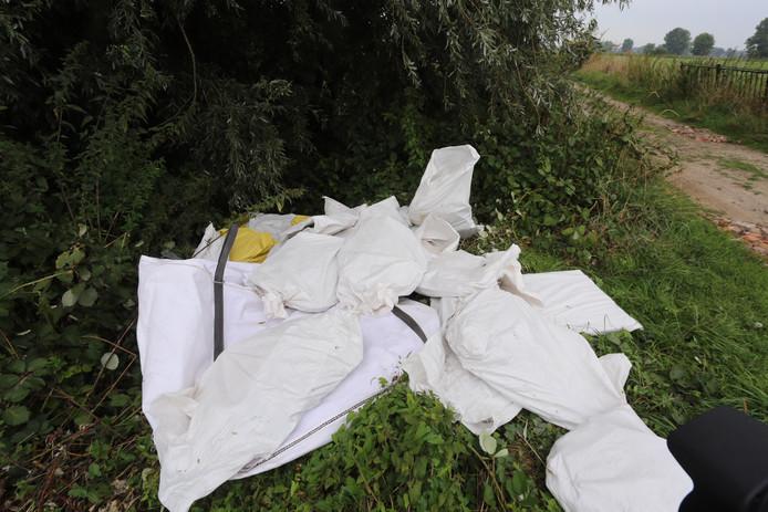 Asbesthoudend  afval gestort in Hoenzadriel.