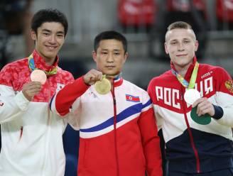Dit moet de meest beteuterde gouden medaille zijn (of vreest hij wat er hem in zijn thuisland te wachten staat?)