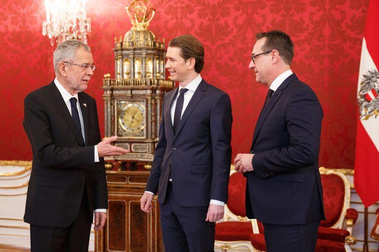 De groene Oostenrijkse president Alexander Van der Bellen (links) ontving vandaag premier in spe Sebastian Kurz (31) (midden) - rechts christen-democraat en de jongste regeringsleider van Europa - en partijleider Heinz-Christian Strache van de extreemrechtse regeringspartij FPÖ.