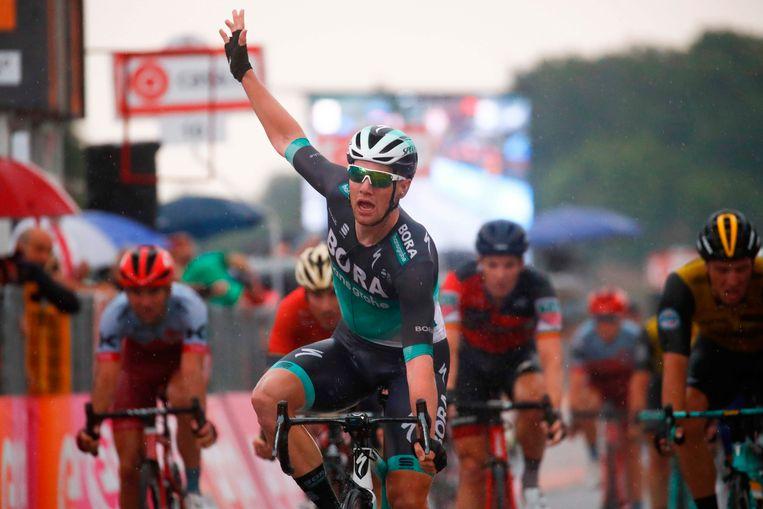 Sam Bennett pakt z'n tweede zege in deze Giro.