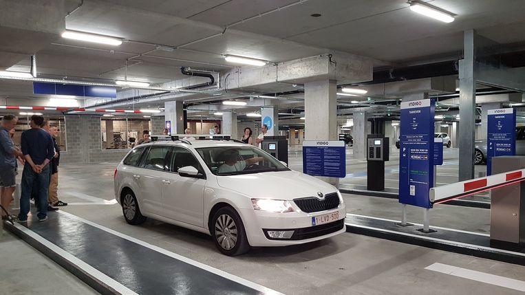 De parking telt 380 parkeerplaatsen en nog eens 230 plaatsen voor fietsen.