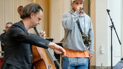 United Music of Brussels mengt Zwangere Guy en klassieke muziek