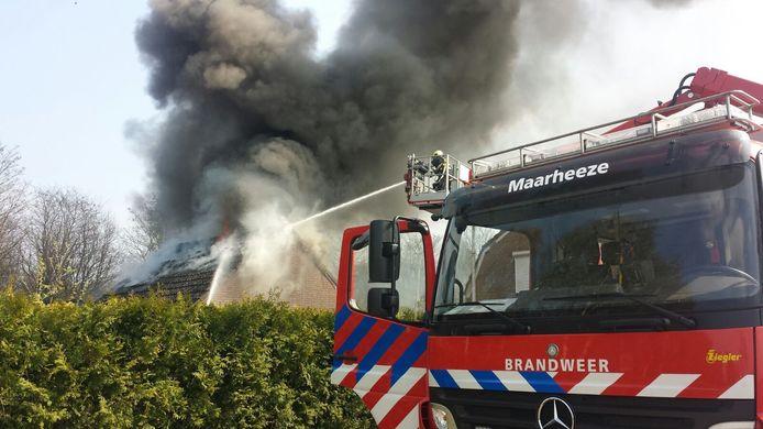Brand in een aangebouwde garage in Budel-Dorpplein.