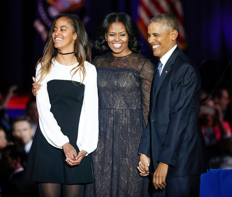Malia Obama met haar moeder en vader. Beeld EPA
