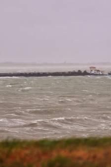Storm in Zeeland: schip in de problemen, bomen omver, ferry uit de vaart