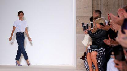 Zo doet Victoria Beckham een simpel wit T-shirt er allesbehalve saai uitzien