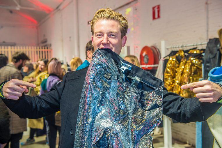 Als modegoeroe Jani de glitterbroek goedkeurt, weet je: dit is fashion.