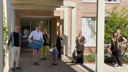 Cateraar trakteert bewoners en personeel rusthuis Amphora op 250 dessertjes