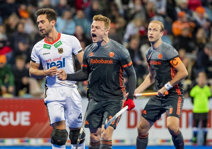 Mink van der Weerden juicht na de 0-1.