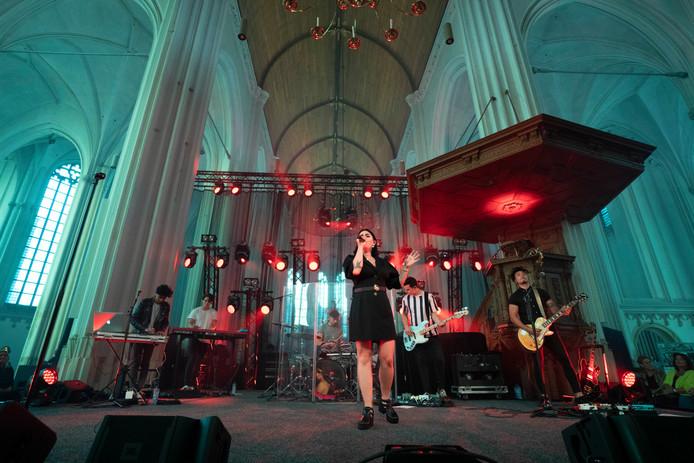 Roxeanne Hazes in de Stevenskerk.
