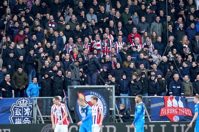 Supporters van Willem II, tijdens een duel met Heracles.