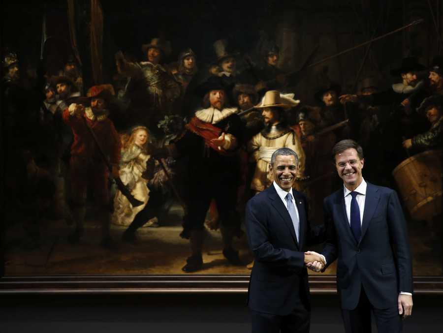 De Amerikaanse president Barack Obama (L) en premier Mark Rutte bij De Nachtwacht