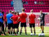 PSV-fans bewonderen op 1.5 meter hun helden tijdens open training