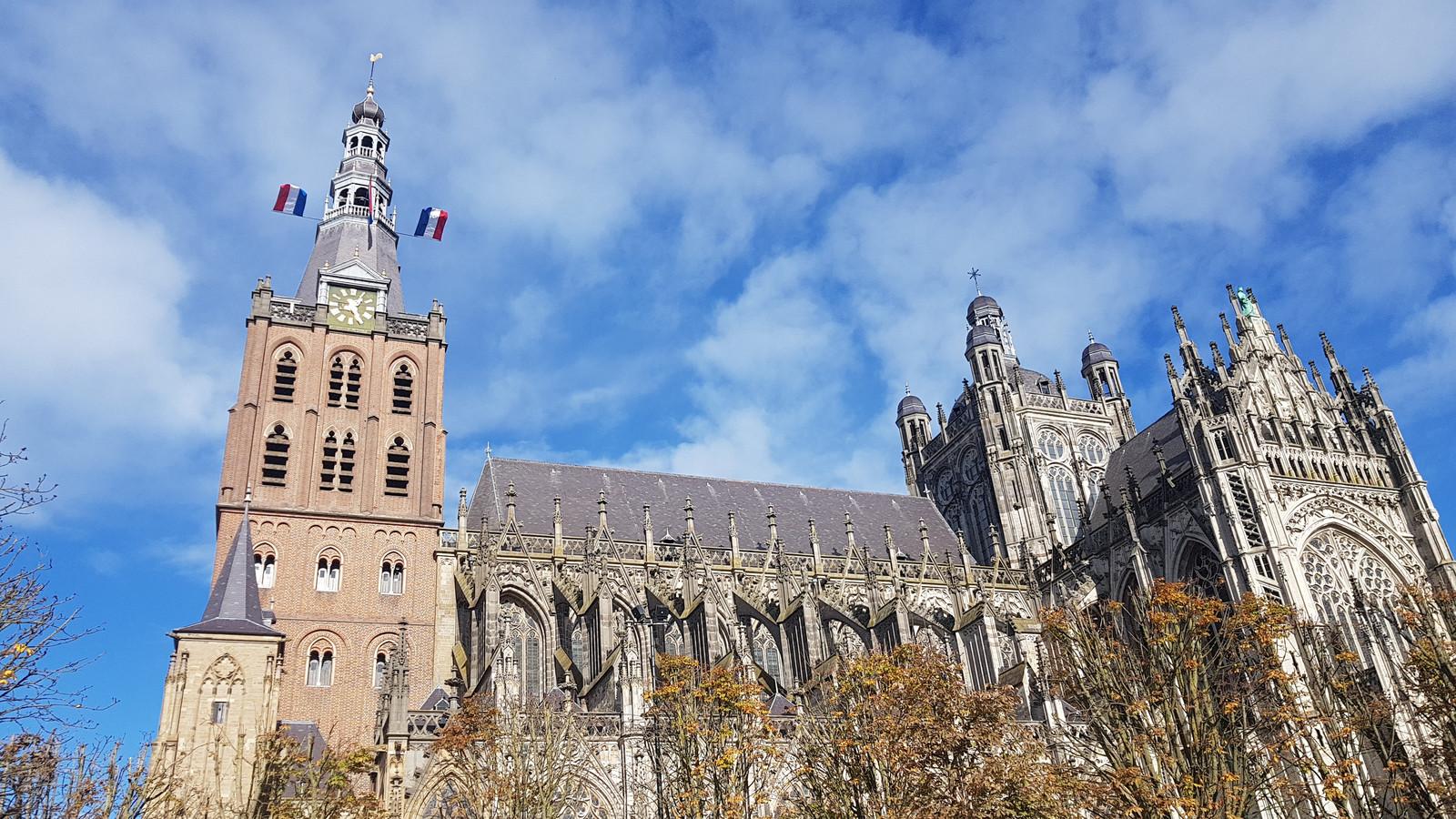 De Sint-Jan is een kolossaal gebouw.