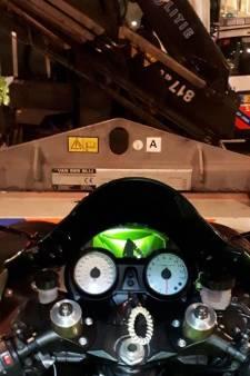 Racemaniak raakt motor kwijt na 140 km/u rijden door Charlois