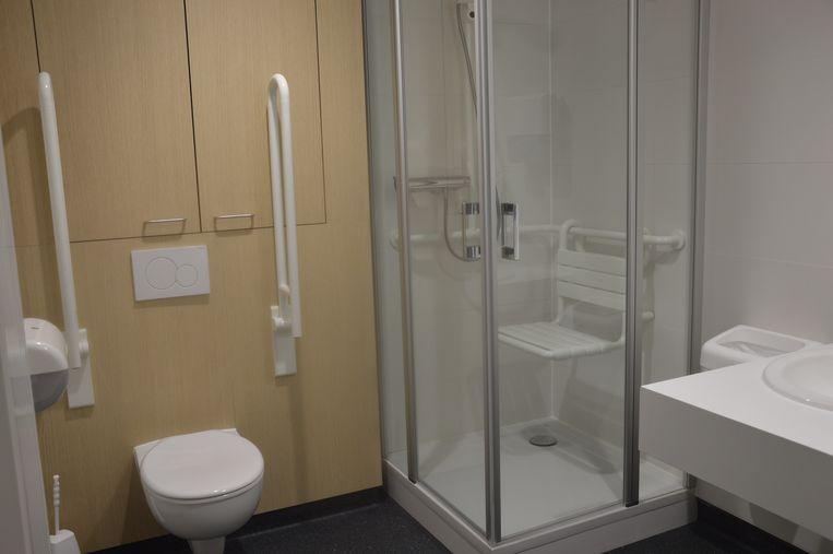 Een douche zorgt voor bijkomend comfort.