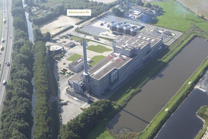 De afvalverbrander Suez/Sita. Op het terrein linksboven is de biomineralenfabriek gepland.