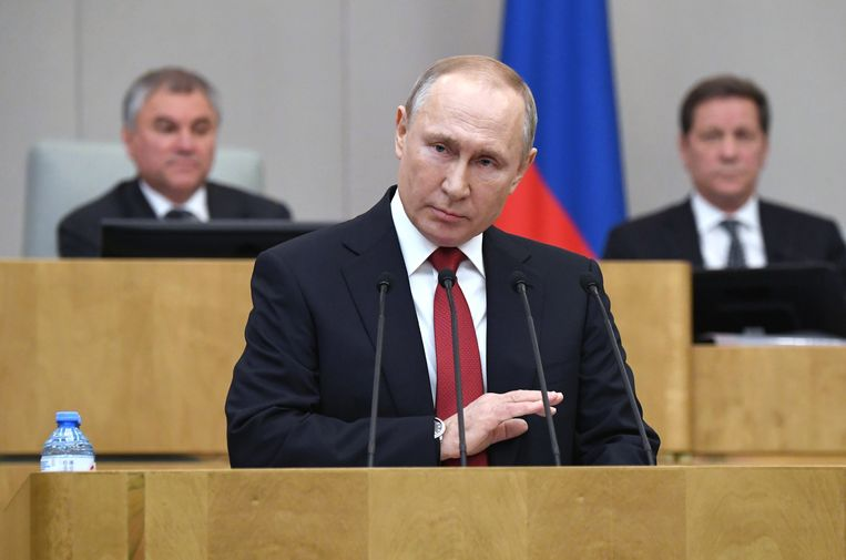 De Russische president Vladimir Poetin spreekt de Doema toe, het Russische parlement.  Beeld EPA