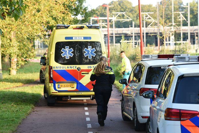 De politie zette vanochtend het Houtensepad bij Lunetten af. Opnieuw werd hier een vrouw lastig gevallen door een man op een fiets.