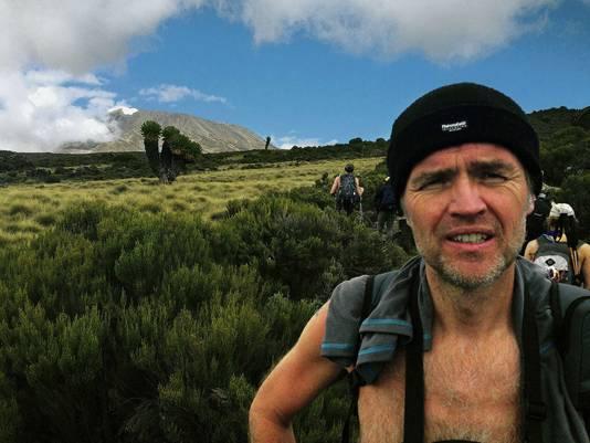 Mark tijdens zijn documentaire Retour Hemel.