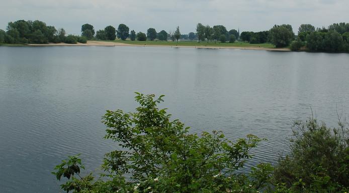 De zwemplas in De Lithse Ham.