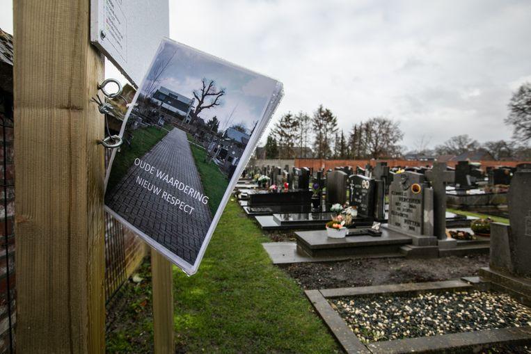 Op het kerkhof in Eksel vind je het nieuwe reglement terug