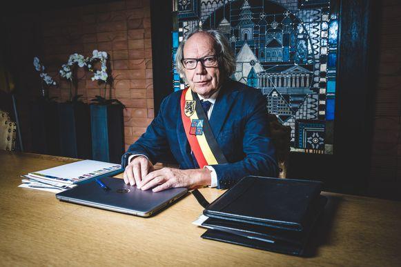 Burgemeester Lieven Latoir laat zijn macht steeds meer gelden.