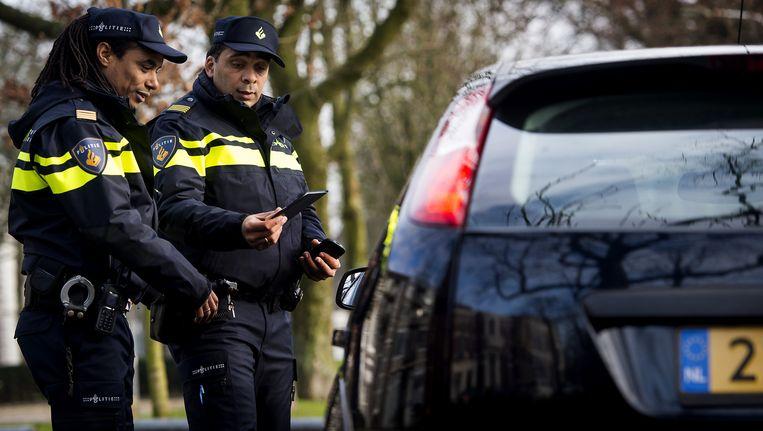 Bij een 'dynamische verkeerscontrole' zoekt de politie naar mogelijke criminelen. Beeld anp