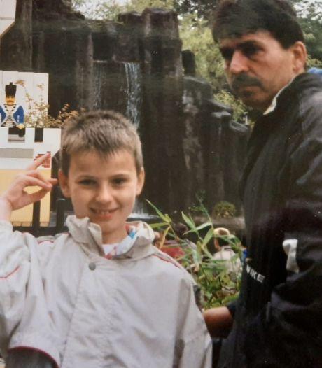 Bryan ontvangt zeven jaar na overlijden van zijn vader een emotionele brief