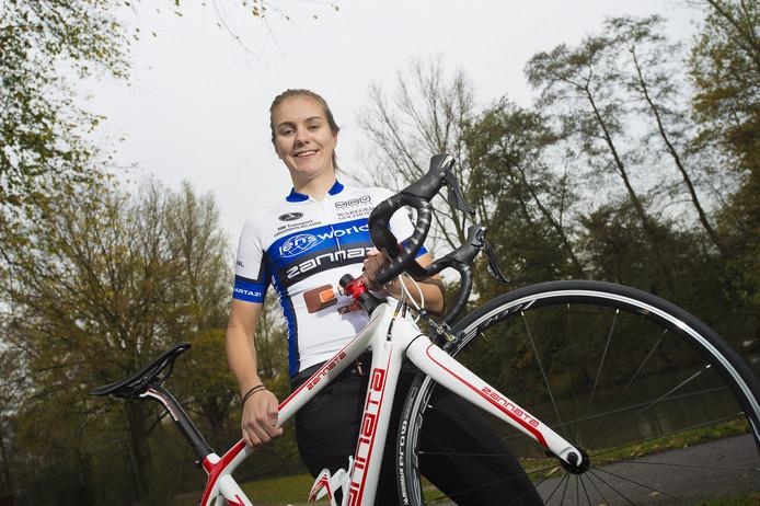 Winanda Spoor fietst in 2018 voor Jan van Arckel, in de hoop dat een rentree tussen de profs mogelijk is.