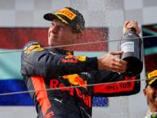 Verstappen grapt: 'Misschien moet Vettel zijn rijstijl maar gaan aanpassen'