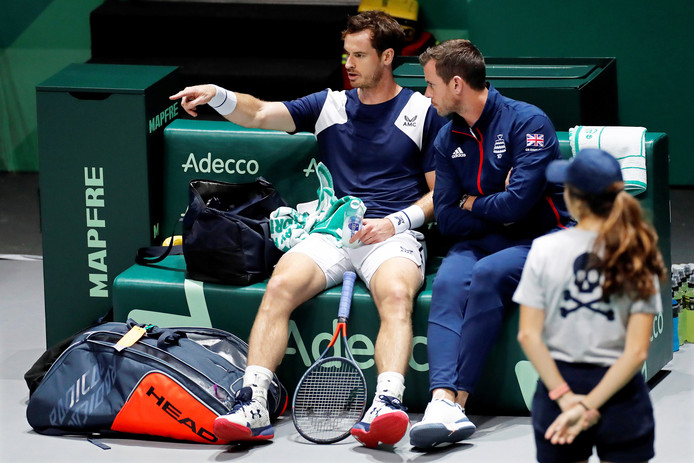Andy Murray en captain Leon Smith (rechts)