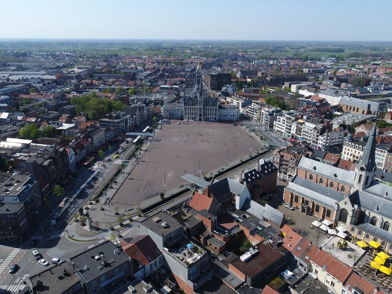 """""""We kijken te veel naar de Grote Markt zoals ze vandaag is. Maar het evenementenplein is 16.000 vierkante meter, en dat is maar de helft van de totale oppervlakte van de Grote Markt. Er zijn dus veel mogelijkheden"""", stelt burgemeester Lieven Dehandschutter."""