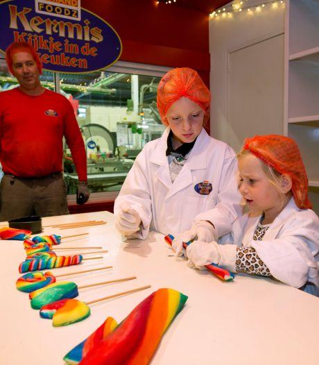 Leuk voor kinderfeestjes: zelf lolly's rollen in de snoepfabriek